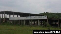 Clădire nefinalizată şi abandonată la Cojuşna
