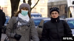As in neighboring Ukraine, facial masks against the flu have become a common sight in Belarus.