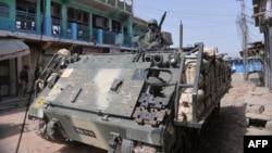 Ushtarët e Pakistanit duke patrulluar me tanke në Vaziristanin Verior gjatë ofensivës kundër militantëve