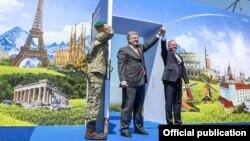 پترو پروشینکو رئیس جمهور اوکراین با همتای سلواکیاش