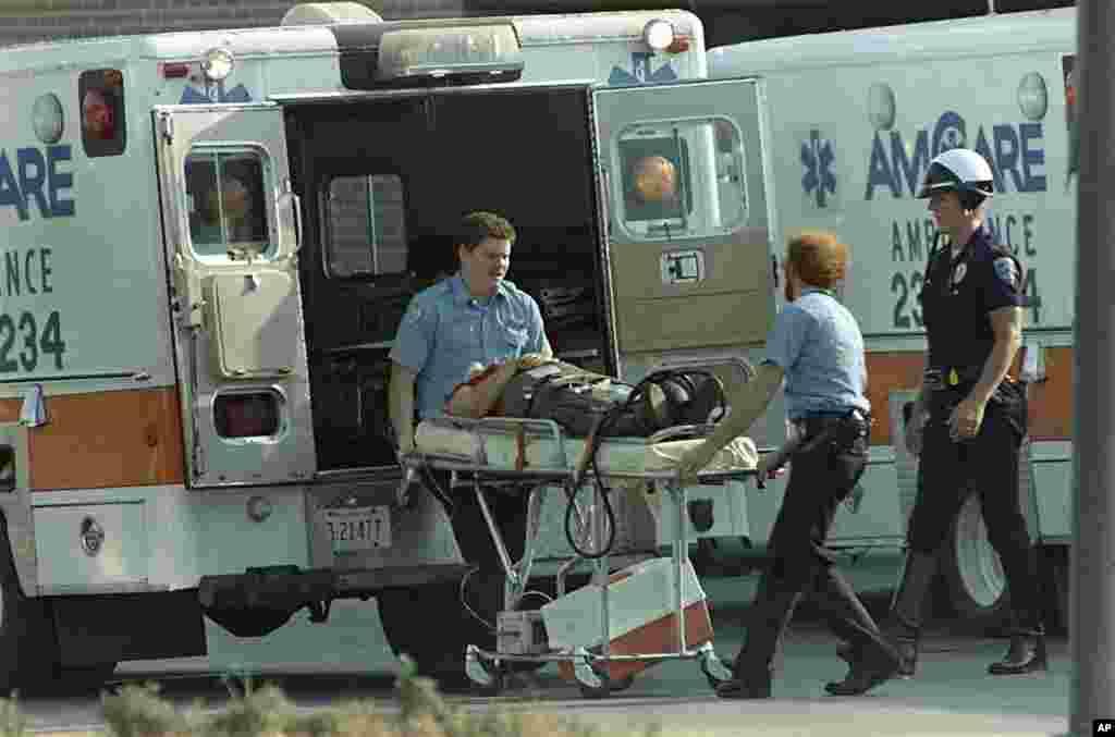 20 августа 1986 года 44-летний Патрик Генри Шеррилл, работник почтового отделения города Эдмонд, расстрелял 14 сослуживцев и ранил шестерых, а потом выстрелил себе в лоб. Выжившие коллеги рассказали, что накануне трагедии у нападающего случился конфликт с начальством.