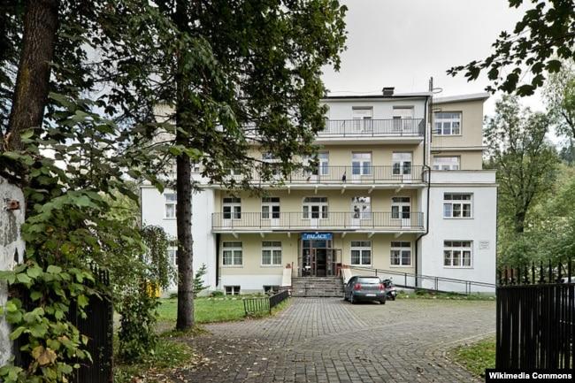 """Вилла """"Пан Тадеуш"""" в Закопане, где 20 февраля 1940 года прошла третья конференция офицеров НКВД и гестапо. Здесь обсуждались репрессивные меры против краковской интеллигенции."""
