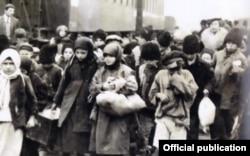 Copii din Basarabia salvați de foamete, la sosirea la București, 1929 (Foto: JDC Archives/Un secol de activitate în România JDC, București, 2018)