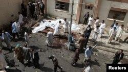 Место взрыва у больницы в пакистанском городе Кветта. 8 августа 2016 года.