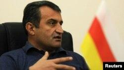 Глава МЧС Анатолий Бибилов сказал, что новая партия « Единая Осетия» будет пользоваться поддержкой части российской партии «Единая Россия»