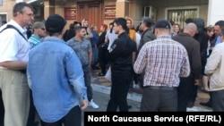 """Сторонники """"Свидетелей Иеговы"""" во время суда по продлению ареста, Махачкала"""