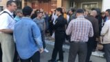 """Сторонники """"Свидетелей Иеговы"""" во время одного из судов по продлению ареста, Махачкала"""