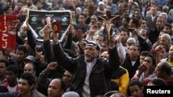 Каирдин Тахрир аянтында өкмөткө каршы өткөн демонстрация. 11-декабрь, 2012-жыл.