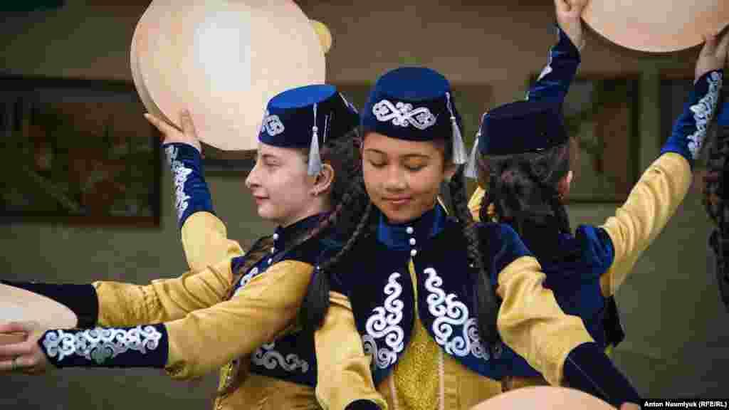 Празднование Хыдырлеза состоит из целого ряда обязательных обрядов