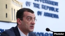Armenia - Central Bank Board member Artur Stepanian at a press conference in Yerevan, March 20, 2020