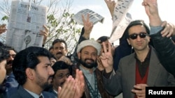 FILE: Mir Shakilur Rehman (R) pictured in 1999.