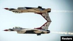 جنگندههای فوق پیشرفته اف-۱۶ از جمله جنگافزارهایی هستند که به مصر تحویل داده میشوند