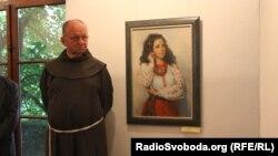 Отець Антонін на благодійній виставці