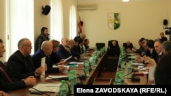 Депутаты приняли закон в первом чтении почти единогласно, 28 из 29 голосовавших его поддержали