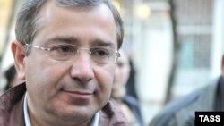 Советник президента по внешнеэкономическим связям в ранге вице-премьера Беслан Бутба считает, что ранее в Абхазии роль политических партий была принижена