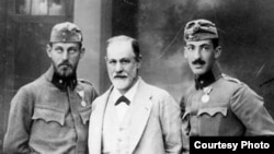 S.Freud oğulları ilə