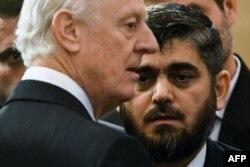 Стаффан де Мистура и представитель сирийской оппозиции
