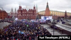 United Russia rallies its supporters on December 12. But how many actually were there?