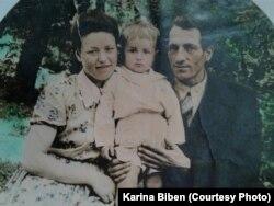 Марія та Петро з сином Мироном на руках, 1959 рік