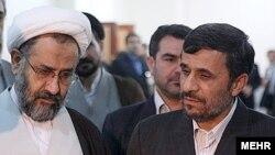 محمود احمدینژاد (راست) و حیدر مصلحی