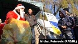 Sarajevo: Djed Mraz posjetio djecu iz Konjević Polja
