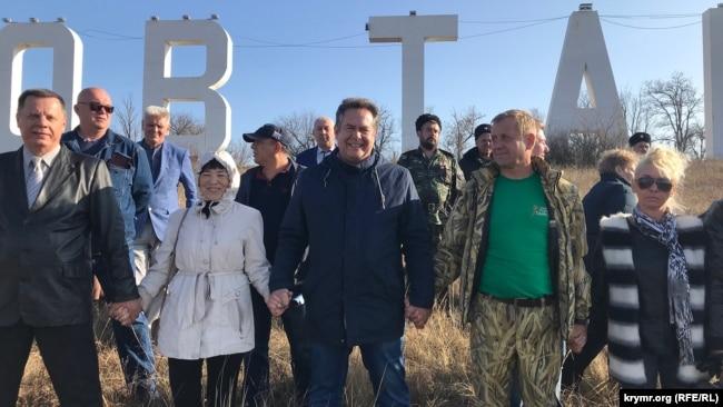 Николай Платошкин и Олег Зубков на акции в защиту сафари-парка «Тайган», 17 ноября 2019 года
