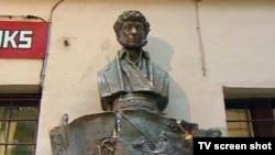 Автор памятника, выступая на открытии, говорил о том, что для него Пушкин — это не только поэт, но Пушкин еще и художник