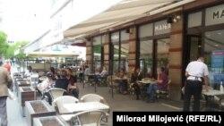Уличные кафе вновь открыты в Боснии