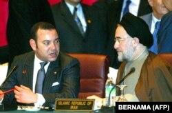 دیدار محمد خاتمی و محمد ششم در حاشیه اجلاس سران سازمان همکاری اسلامی در مالزی در سال ۲۰۰۳