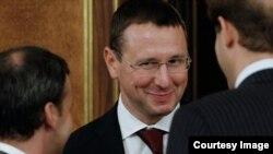 Визит Говоруна приходится на тот момент, когда правительство республики отправлено в отставку, а новый кабинет министров еще не сформирован