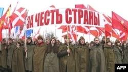 Народный патриотизм в России напоминает единство футбольных болельщиков, считает эксперт