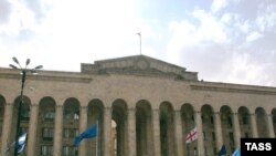 Митинг оппозиции у здания грузинского парламента