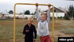 Деца од селото Калачи во Казахстан.