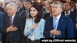 Съезд СДПК. 31 марта 2018 года. Иса Омуркулов (слева) и Алмазбек Атамбаев (справа).