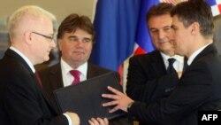 Претседателот на Хрватска Иво Јосиповиќ му го предава мандатот на Зоран Милановиќ