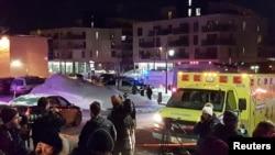 Автомобіль швидкої допомоги на місці нападу у Квебек-Сіті, Канада, 29 січня 2017 року
