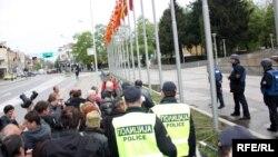 Протести на работници пред Влада.