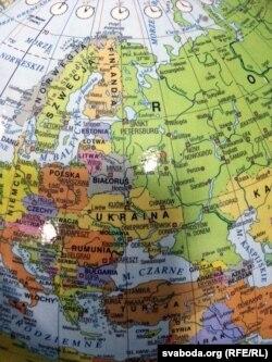 На іншых глёбусах фірмы Крым уваходзіць у склад Украіны