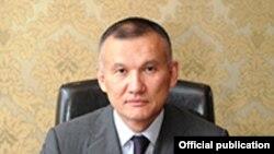 На фотографии с сайта министерства юстиции Казахстана — Берик Имашев в бытность министром юстиции.
