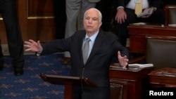John McCain duke folur në seancën e mbrëmshme të Senatit amerikan