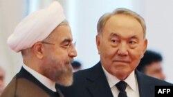 Президент Казахстана Нурсултан Назарбаев (справа) и президент Ирана Хасан Роухани.