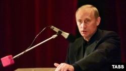 Vladimir Putin odgovara na pitanja porodica poginulih mornara (avgust 2000)