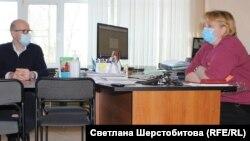 Глава минздрава Евгений Никонов и главврач больницы Татьяна Синельникова