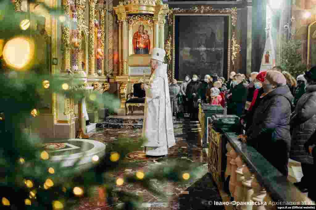 Митрополит Владимир Вийтышин возглавил рождественскую литургию в архикафедральном и митрополичьем Соборе Воскресения Христова в Ивано-Франковске, 7 января