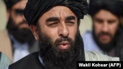 طالب ویاند ذبیح الله مجاهد ومنله چې یو پاکستاني پلاوی کابل ته رسیدلی دی.