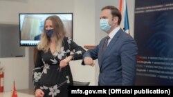 Бујар Османи и Рајчел Галовеј на потпишувањето на Спогодбата за партнерство, трговија и соработка меѓу С. Македонија и Британија