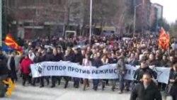 Опозицијата домаршира пред зградата на премиерот Груевски