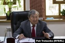 Ақын Олжас Сүлейменов. Алматы, 23 сәуір 2021 жыл.