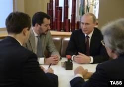 Встреча Маттео Сальвини (второй слева) с Владимиром Путиным, октябрь 2014 года