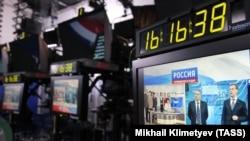 """Редакторите непрекъснато получават обаждания от Кремъл, които им казват """"да поправят"""" новините, казва Леонид Кривенков."""